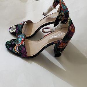 Olivia Miller floral design sandal heels, size 9